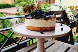 La cheesecake del bosco (con more e mirtilli)